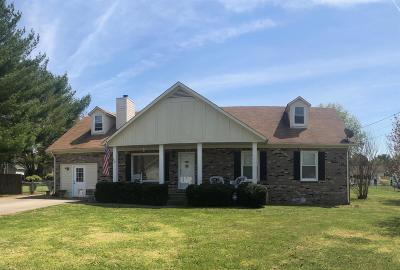 Smyrna Single Family Home For Sale: 805 Avery Valley Dr