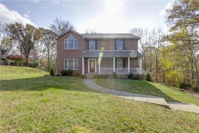 Christian County, Ky, Todd County, Ky, Montgomery County Single Family Home For Sale: 2200 Springlot Rd