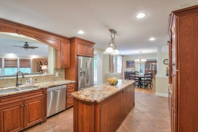 Bellevue Single Family Home For Sale: 840 Highland Crest Dr