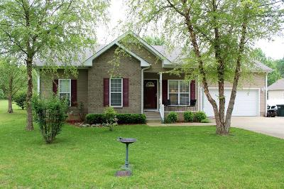 Dickson Single Family Home Under Contract - Showing: 119 Reynolds Ln