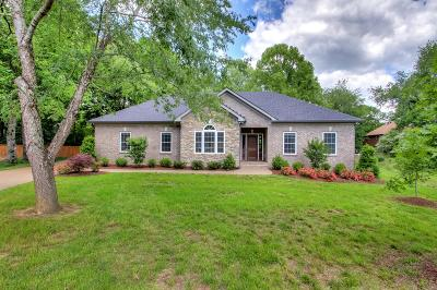 Cheatham County Single Family Home For Sale: 423 Evergreen Cir