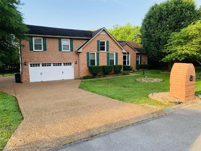 Sumner County Single Family Home For Sale: 102 Creekglen Dr