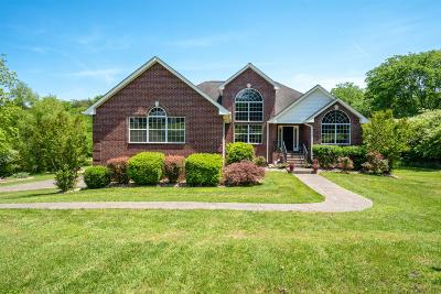 Sumner County Single Family Home Under Contract - Showing: 1122 Dickerson Bay Dr