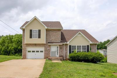 Clarksville Single Family Home For Sale: 940 Roedeer Dr