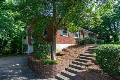 Nashville Single Family Home For Sale: 515 Glengarry Dr