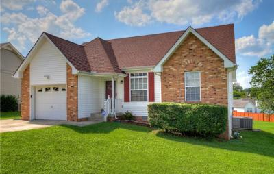 Old Hickory Single Family Home For Sale: 725 Stone Hedge Dr