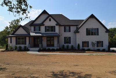 Gallatin Single Family Home For Sale: 868 Douglas Bend Road