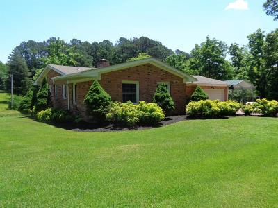 Lawrenceburg TN Single Family Home Active Under Contract: $132,000