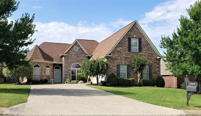 Spring Hill Single Family Home For Sale: 1068 Neal Crest Cir