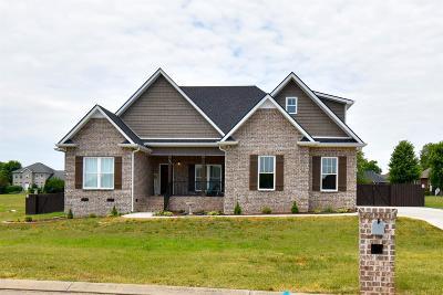 Shelbyville Single Family Home For Sale: 303 Honeysuckle Ln