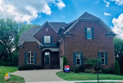 Hendersonville Single Family Home For Sale: 216 Lotus Court