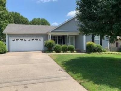 Gallatin Single Family Home For Sale: 909 Lone Oak Dr