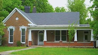 Robertson County Single Family Home Active Under Contract: 618 5th Ave E