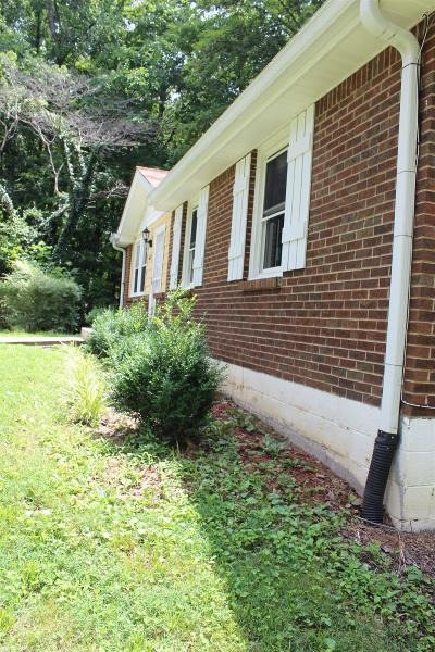 Clarksville Single Family Home For Sale: 612 Kingsbury Rd