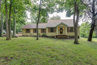 Brentwood  Single Family Home For Sale: 930 Bluff Rd