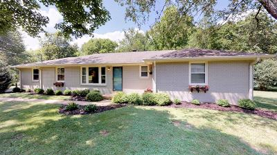 Brentwood Single Family Home For Sale: 9010 Meadowlawn Dr
