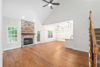 Clarksville Single Family Home For Sale: 105 Locust Run