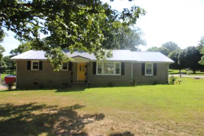 Dickson Single Family Home Active Under Contract: 207 S Hummingbird Ln
