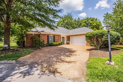 Franklin Single Family Home For Sale: 102 Deer Park Close
