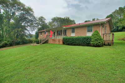 Hendersonville Single Family Home For Sale: 208 Hunters Ln