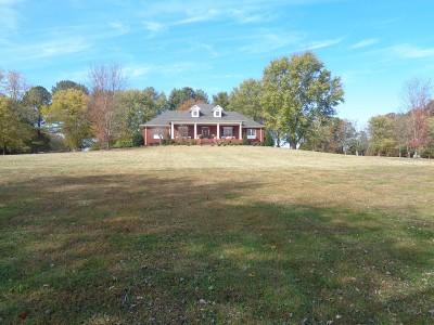 Lawrenceburg Single Family Home For Sale: 196 Walden Rd