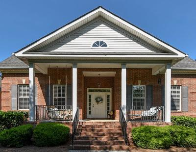 Hendersonville Single Family Home For Sale: 102 Mayfield Ln