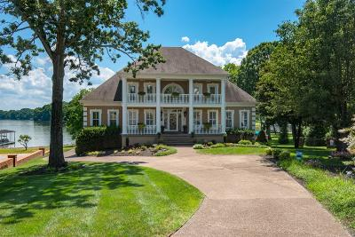 Hendersonville Single Family Home For Sale: 106 South Governors Cove