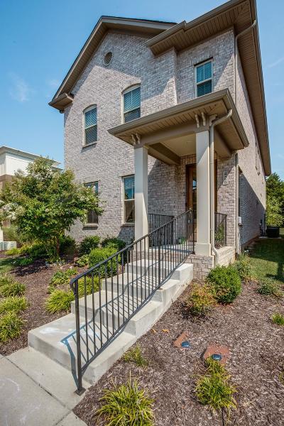 Hendersonville Single Family Home For Sale: 426 Cornelius Way