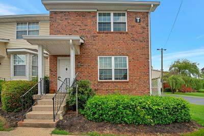 Davidson County Condo/Townhouse Active Under Contract: 221 Timberway Dr