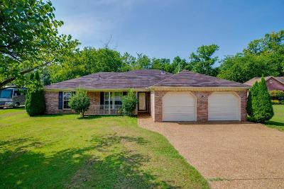 Sumner County Single Family Home For Sale: 1019 Victoria Lane W.