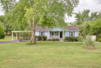 Smyrna Single Family Home For Sale: 647 Olive Branch Rd