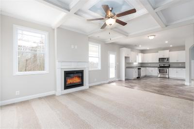 Clarksville Single Family Home For Sale: 395 West Creek Farms