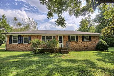 Dickson Single Family Home For Sale: 212 Pumphill Rd