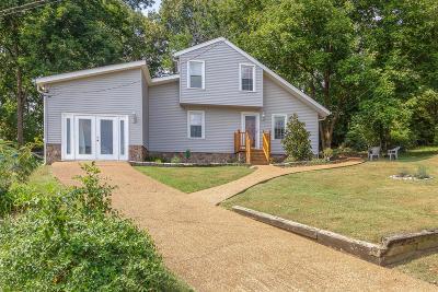 Nashville Single Family Home For Sale: 208 Cedarcreek Pl