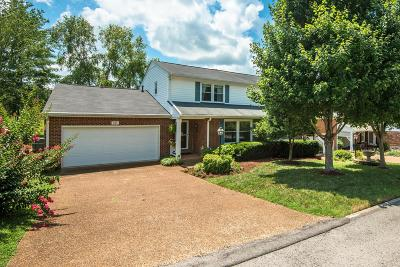 Franklin, Brentwood Single Family Home For Sale: 141 Deercrest Cir