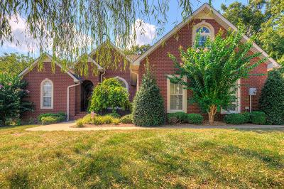 Shelbyville Single Family Home For Sale: 301 Chickadee Ln