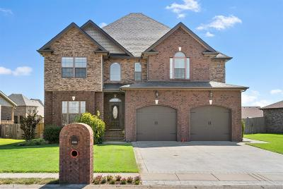 Clarksville Single Family Home For Sale: 1555 Edgewater Ln