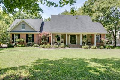 Hendersonville Single Family Home For Sale: 242 Lake Terrace Dr