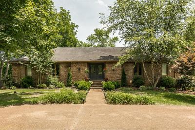 Madison Single Family Home For Sale: 2433 Mansker Dr