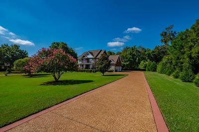 Franklin Single Family Home Active Under Contract: 2203 Oakleaf Ct