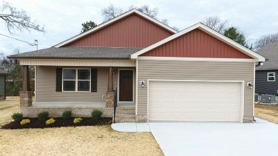 Shelbyville Single Family Home For Sale: 112 Bluegrass Dr