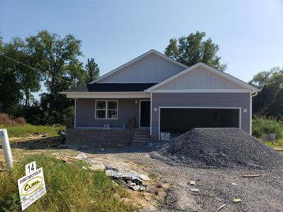 Shelbyville Single Family Home For Sale: 116 Bluegrass Dr
