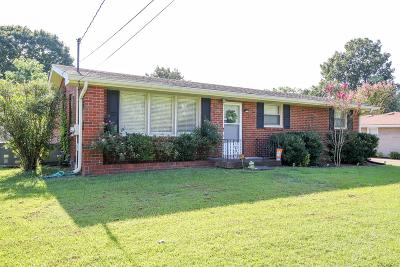 Old Hickory Single Family Home For Sale: 113 Newport Dr