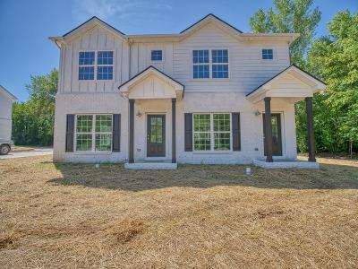 Murfreesboro Single Family Home For Sale: 252 Caroline Dr #B