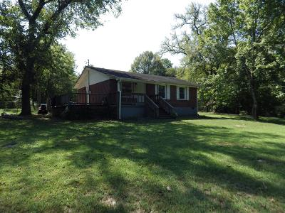Sumner County Single Family Home For Sale: 105 Canoe Branch Rd