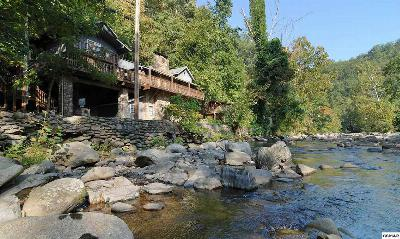 Gatlinburg TN Single Family Home Pending-Cont. To Show: $385,000