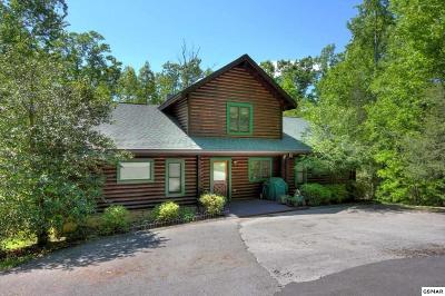 Gatlinburg Single Family Home For Sale: 606 Thatta Way