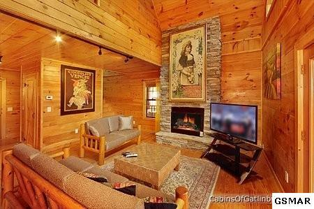 3 bed / 2 full, 1 partial baths Home in Gatlinburg for $309,500