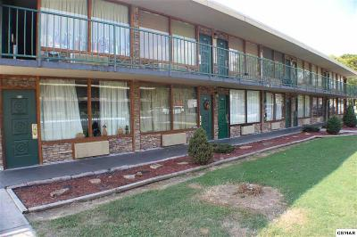 Pigeon Forge Condo/Townhouse For Sale: 4025 Parkway
