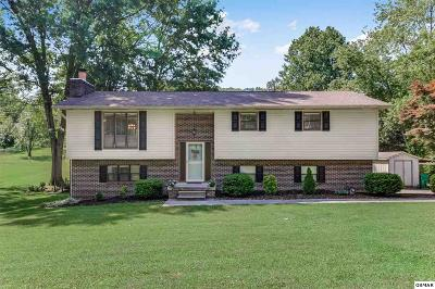 Louisville Single Family Home For Sale: 1516 Hillvale Rd.